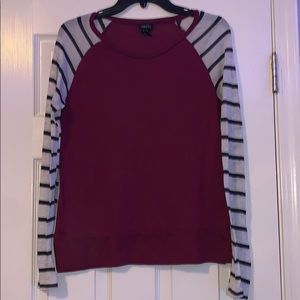 Soft thin fabric tee with striped sleeves